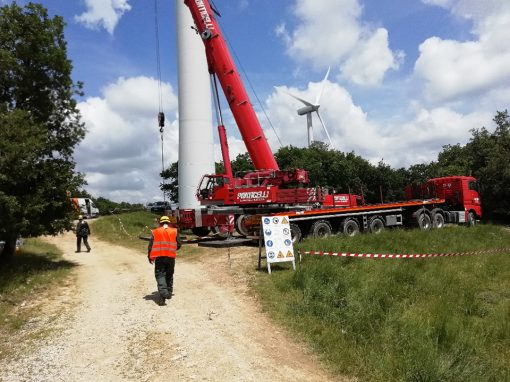 Maintenance on the Longoelan wind farm